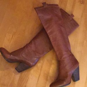 Brown tall Vince Camuto pull on boots
